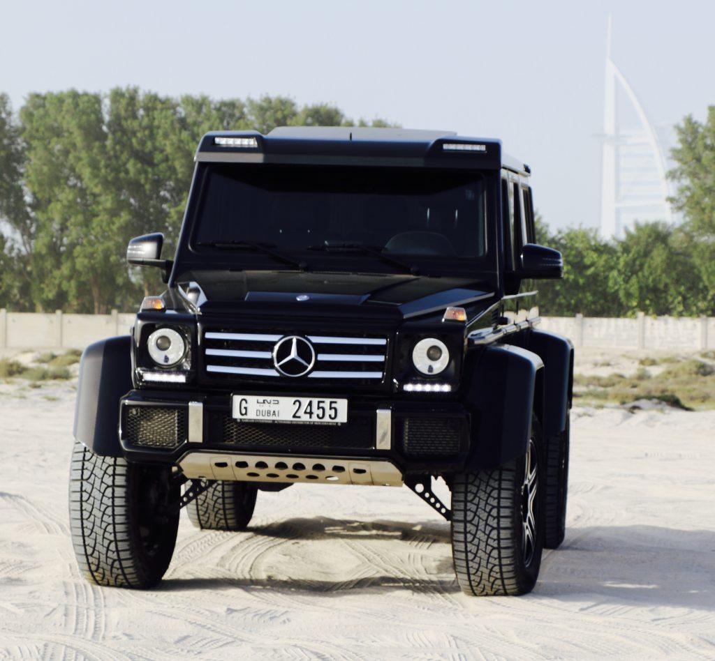 mercedes g500 in desert