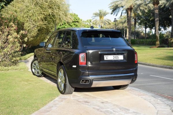 Rent Rolls Royce Cullinan